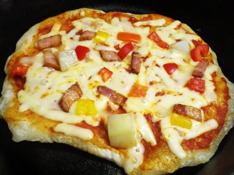 スキレットで美味しいピザ作り